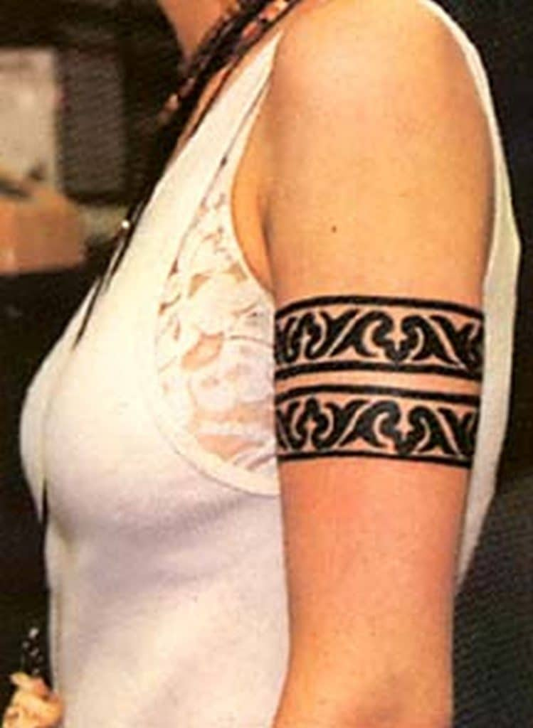 Armband tattoo ideas that will sweep you off your feet 22