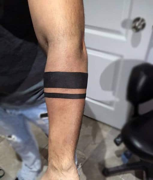 Armband tattoo ideas that will sweep you off your feet 31