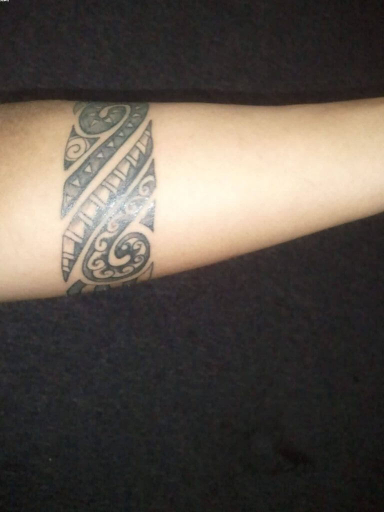 Armband tattoo ideas that will sweep you off your feet 34
