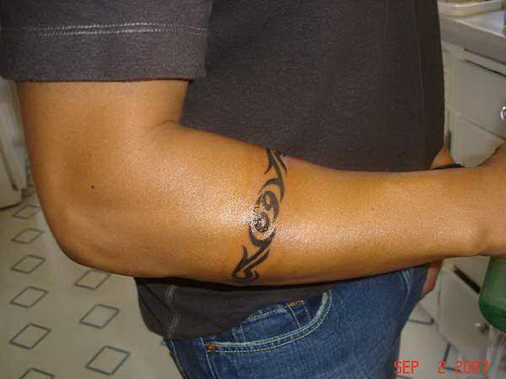 Armband tattoo ideas that will sweep you off your feet 39
