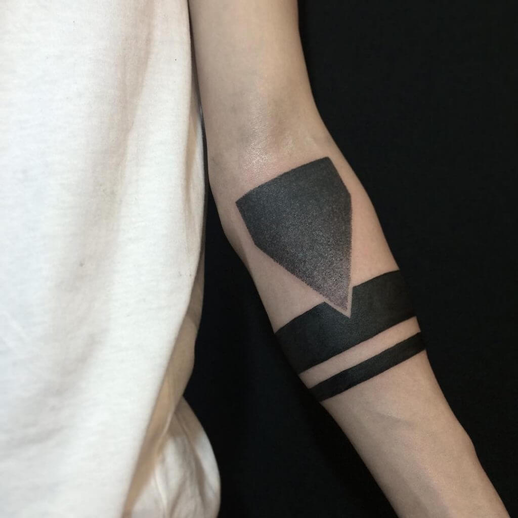 Armband tattoo ideas that will sweep you off your feet 6