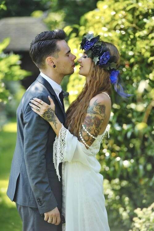Should you hide your tattoos for wedding? 3